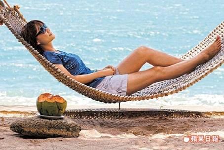 躺在椰子樹下的吊床上,聽濤、看海、吹風,是一件相當愜意的事