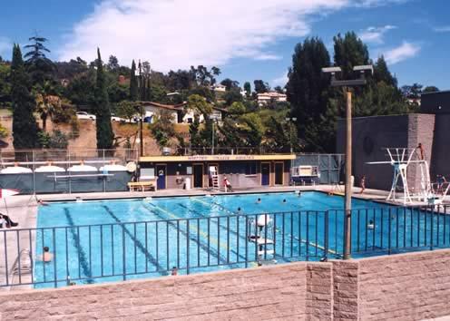 美國遊學-Kaplan-惠特學院分校-游泳池